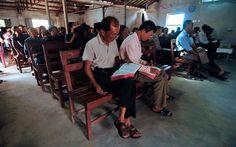 """(Wenzhou, Zhejiang) Ocho cristianos asociados con la Iglesia de Sanjiang, que fue demolida en la costa de Zhejiang de China en abril de 2014, fueron condenados tras declararse culpables de los cargos de """"ocupación ilegal de tierras de cultivo"""" y """"reunir a vuna multitud para perturbar la paz pública el miércoles."""