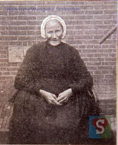 82 yr. old woman from Spaarndam..pic taken May 1907
