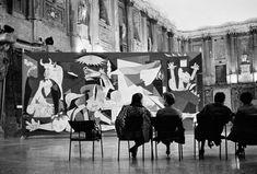 Любой рассказ о« Гернике » начинается срассказа овизите немецкого офицера встудию Пабло Пикассо воккупированном Париже . Янебуду делать исключений. Гестапо явилось неарестовывать художника, адля ознакомительного визита—…