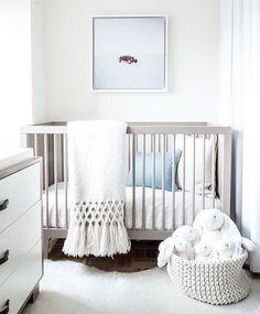 34 Gender Neutral Nursery Design Ideas That Excite - DigsDigs Grey Nursery Boy, Grey Crib, Nursery Neutral, Nursery Room, Nursery Decor, Nursery Modern, Modern Nurseries, Neutral Nurseries, Small Nurseries