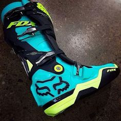 I would like to have a pair of these fox racing boots! Dirt Bike Riding Gear, Dirt Bike Boots, Dirt Bike Helmets, Dirt Biking, Pink Dirt Bike, Quad, New Dirt Bikes, Motocross Gear, Motocross Clothing