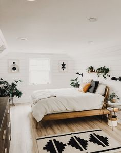 Apartment bedroom design - A Portland Home Is the Perfect Blend of Whimsical and Modern – Apartment bedroom design Easy Home Decor, Home Decor Styles, Cheap Home Decor, Scandi Bedroom, Apartment Bedroom Decor, Modern Apartment Decor, Bedroom Green, Interior Livingroom, Wood Bedroom