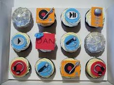 Hand made fondant toppers including turntables, microphones and crossfader. Cupcakes are vanilla with vanilla buttercream. For a DJ's Birthday. Fondant Toppers, Cupcake Toppers, Cupcake Cakes, Music Cupcakes, 27th Birthday, Cake Birthday, Birthday Ideas, Turntable Cake, Dj Cake