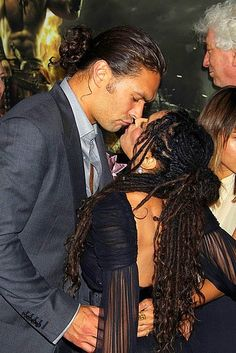 Jason Momoa & Lisa Bonet Husband and Wife. I LOOOOOOOVE her hair. I wish I could pull off dreads as elegantly as she does!