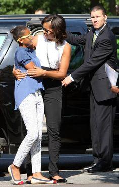 Sasha and Malia Obama - Michelle Obama Fashion - Michelle Obama Style Michelle Obama Photos, Michelle Obama Fashion, Barack And Michelle, Barack Obama Family, Malia Obama, Obama President, Star Fashion, Teen Fashion, Fashion 2020