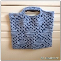 Een gratis Nederlands haakpatroon van een leuke tas in een Granny Diamant patroon. Wil jij ook een leuke tas haken? Lees dan snel verder over het patroon!