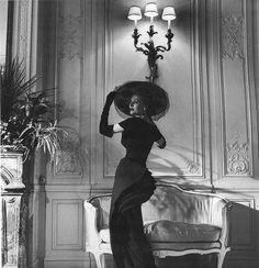 Dior, Zigzag-line fan dress, 1948