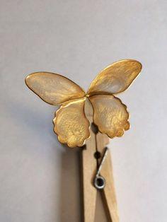 榮さんのマニキュア細工 - Togetterまとめ Nail Polish Flowers, Nail Polish Crafts, Nail Polish Art, Fun Crafts For Kids, Arts And Crafts, Wire Flowers, Christmas Paper Crafts, Butterfly Nail, Acrylic Resin