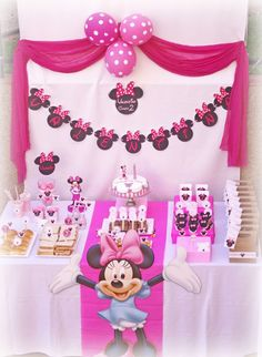 Trendy birthday ideas for girls party minnie mouse ideas Minnie Mouse Theme, Minnie Mouse Baby Shower, Pink Minnie, Minnie Mouse Birthday Decorations, 2nd Birthday Parties, Girl Birthday, Birthday Ideas, Birthday Table, Mickey Party