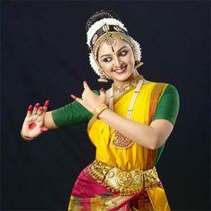 Manju Warrier Mollywood Actress began her second innings with the legendary Amitabh Bachchan | Malayalam Actress Photos Videos News http://mallufresh.blogspot.com/2013/07/manju-warrier-mollywood-actress-began.html#.UeUpzaw8nTJ