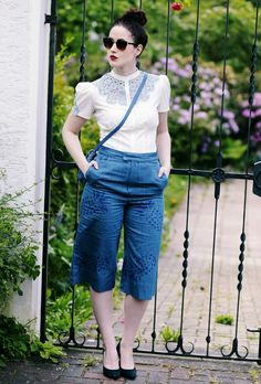 Jeans Culotte, PepaLoves, hellblaue Spitzenbluse, Spitzenbluse, weiße Spitzenbluse, Ananas Hose, blaue Heels, Mode Blog, Fashion Blog, Like A Riot