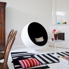 Pallo-tuoli; valmistaja: Adelta,  design: Eero Aarnio