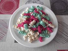Een bord vol spirelli pasta