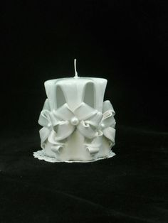 Check out this item in my Etsy shop https://www.etsy.com/listing/215732280/hand-carved-candle-white-and-frost-bow