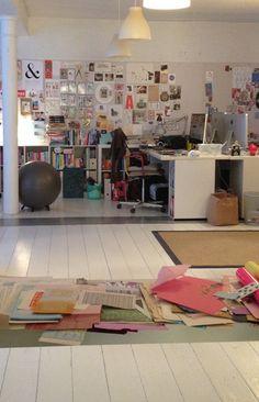 Til collage workshop hos Christine Clemmensen og Pernille Mühlbach i deres smukke kontorfællesskab på Christianshavn. Fotograf: Susanne Randers