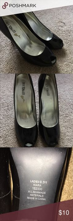 Black peep toe pumps! Black peep toe pumps! There is damage inside and on the bottom of the shoe. Size 9.5M Shoes Heels