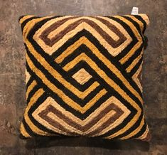 How To Make Sofa Pillow - Pillow Case Sizes - Crochet Pillow Free Patterns - Pillow Design Luxury African Interior, African Home Decor, How To Make Sofa, African Logo, African Imports, Africa Art, African Textiles, African Design, Tribal Art