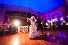 Theater wedding. Scottish Rite San Antonio, TX. Photo: Philip Thomas Photography