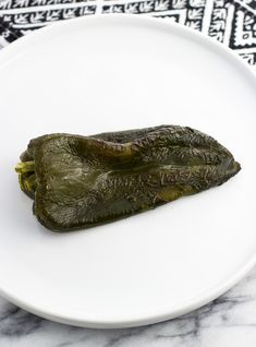 Learn how to roast poblano peppers in the oven (psst -- it's not hard! Just a little bit of olive oil and a baking sheet are all you need to make roasted peppers year-round and in any kind of stove. These are so great in tacos and on sandwiches! Roasted Poblano Peppers, Stuffed Poblano Peppers, Mexican Food Recipes, Healthy Recipes, Delicious Recipes, My Favorite Food, Favorite Recipes, Food Hacks, Food Tips