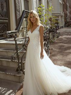 Modeca 2020 Frilly disponible dans notre boutique A l'infini mariage Hourglass Wedding Dress, Hourglass Dress, Hourglass Shape, Bridal Wedding Dresses, Bridal Style, White Bridal, The Dress, Flower Girl Dresses, Paris Bastille