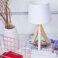 Powoli kolekcjonuje dodatki do mojego pokoju w skandynawskim stylu i tym razem okazyjnie kupiłam urocza lampkę za bagatela 35zl w biedronce 😊 ociepla wnetrze no i oczywiście ładny z niej dodatek 😊 #biedronka#lampa#stylskandynawski#homedecor#wood#homewood