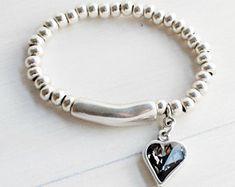 Pulsera elastica de cuentas y tubo de plata con corazon de cristal Swarovski negro