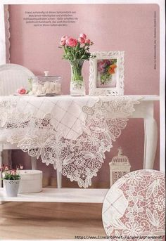 Makramee-Hakelspitze - Beautiful example of Romanian Point Lace. From the March 2012 edition of Anna Burda magazine Needle Lace, Bobbin Lace, Irish Crochet, Crochet Lace, Romanian Lace, Parchment Craft, Point Lace, Crochet Tablecloth, Linens And Lace