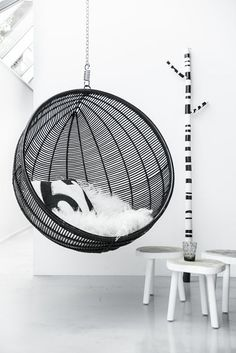 Interior Design | Bubble Chairs and Hanging Elements noir et blanc black white Ball Chair, Pod Chair, Interior Exterior, Interior Design, Black And White Interior, Black White, Black And White Furniture, Monochrome Interior, Bubble Chair