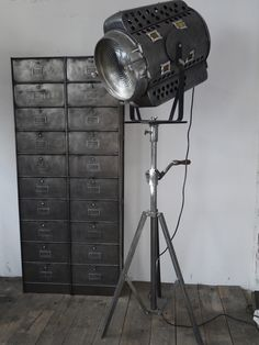 ancien rare projecteur cinema hollywood richardson 1930 40 pied cinema tripode cremaillere. Black Bedroom Furniture Sets. Home Design Ideas