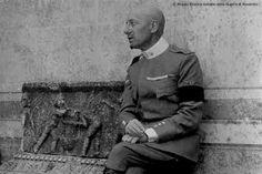 """Eia! Eia! Eia! Alalà! In epoca moderna, il termine fu ripreso da Gabriele D'Annunzio per coniare il celebre incitativo """"Eia! Eia! Eia! Alalà!"""", quale grido di esultanza degli aviatori italiani che parteciparono all'incursione aerea su Pola del 9 agosto 1917, durante la Prima guerra mondiale. Se """"Alalà!"""" era l'urlo di guerra greco, """"Eia!"""" era il grido con cui si tramanda Alessandro Magno era solito incitare Bucefalo."""
