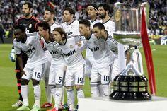 Los jugadores del Real Madrid posan antes de la final de la Copa del Rey