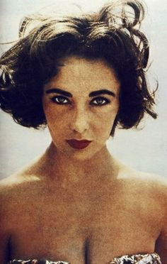 Elizabeth Taylor epitomized Hollywood glamour during the She was a screen icon, activist, and stunning beauty with raw and undeniable wit. Here are a few photos to remember her true beauty- inside and out. Vintage Hollywood, Hollywood Glamour, Classic Hollywood, Elizabeth Taylor, Most Beautiful Women, Beautiful People, Beautiful Beautiful, Divas, Violet Eyes