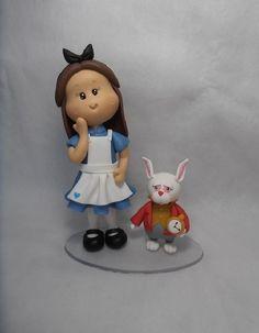 """Topo de bolo Alice no País das Maravilhas """"Personalizado"""". Os personagens podem ser colocados em uma mesma base ou separados. Consulte sobre a possibilidade de incluir outros personagens. R$ 60,00"""