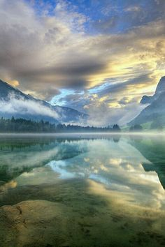 Sunrise at Hintersee Lake, Berchtesgaden National Park, Germany… All Nature, Amazing Nature, Berchtesgaden National Park, Beautiful World, Beautiful Images, Beautiful Sky, Landscape Photography, Nature Photography, Scenic Photography