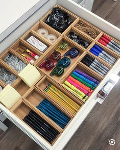 Legende 45 Awesome Home Office Organization Ideen und DIY Office Storage, . - Legende 45 Awesome Home Office Organization Ideen und DIY Office Storage, - Desk Drawer Organisation, Home Office Organization, Drawer Organisers, Home Office Decor, Organization Hacks, Desk Storage, Organization Ideas For The Home, Office Storage Ideas, Junk Drawer Organizing
