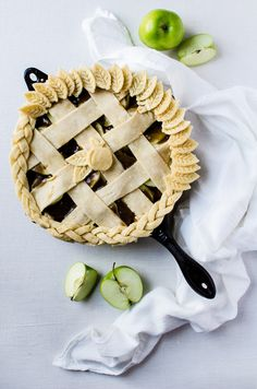 Caramel Cast Iron Apple Pie (Updated Recipe) (A Cookie Named Desire) Turnover Recipes, Apple Pie Recipes, Tart Recipes, Best Dessert Recipes, Sweet Recipes, Baking Recipes, Granny Smith, Köstliche Desserts, Delicious Desserts