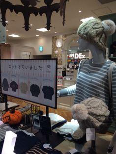 「INDEX」では、店頭にニットが揃いました。