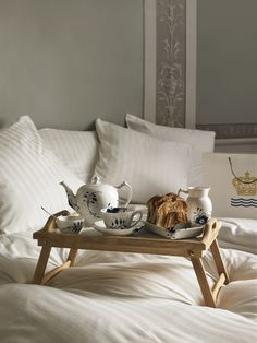 Sunday breakfast in bed! - yes please - where can we sign up for this service? x