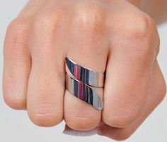 Silver Twist Ring.  Had a silver one and a gold (fake) one..always turned your finger green