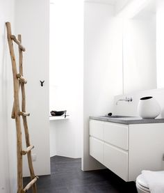 33 ideas for bath room accessories modern powder rooms Bad Inspiration, Bathroom Inspiration, Simple Bathroom, White Bathroom, Bathroom Modern, Modern Powder Rooms, Madeira Natural, Black And White Interior, Black White