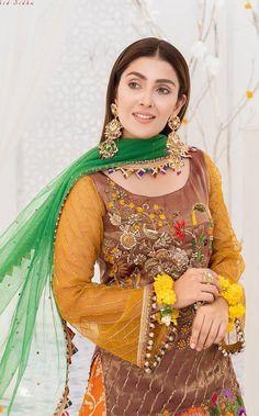Pakistani Dresses Online, Pakistani Bridal Dresses, Pakistani Dress Design, Pakistani Outfits, Pakistani Clothing, Pakistani Dramas, Beautiful Dress Designs, Beautiful Suit, Lovely Dresses