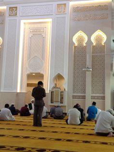 Masjid Mujahidin in Singapore Mosque Architecture, Religious Architecture, Architecture Design, Islamic Center, Beautiful Mosques, Prayer Room, Geometric Wall, Ceiling Design, Islamic Art
