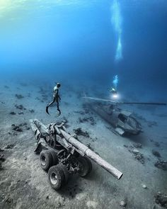 Abandoned Ships, Abandoned Cars, Abandoned Places, Underwater Pictures, Scuba Diving Equipment, Underwater World, Underwater Ruins, Underwater Photography, Ocean Life