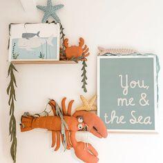 5 clever ideas to prepare the nursery . Ocean Themed Nursery, Sea Nursery, Nautical Nursery Decor, Nursery Toys, Nautical Baby, Baby Room Decor, Nursery Themes, Nursery Prints, Nursery Design
