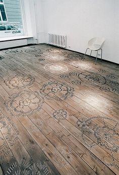 ¿Querés un #Living original? #Piso de #madera con motivos florales. Arte & Diseño Aplicado puede hacerlo para vos.