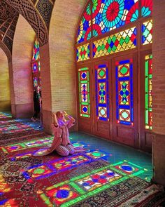 Architecture Discover Nasir-ol-molk Mosque also known as the Pink Mosque Shiraz Province Iran. Persian Architecture, Church Architecture, Monuments, Pink Mosque, Shiraz Iran, Palaces, Cultural Capital, Cultural Diversity, Watercolor Architecture