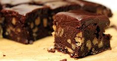 Those are Walnut Brownies with Chocolate Ganache, not pieces of walnut fudge. Anything that isn't fudge that looks that fudgey, has to be delicious. Greek Sweets, Greek Desserts, Vegan Desserts, Dairy Free Fudge, Dairy Free Recipes, Gluten Free, Low Fat Chocolate, Vegan Chocolate, Chocolate Ganache