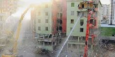 #TURKEY #SWD #GREEN2STAY Urban demolitions spread asbestos as precautions forsaken A building is being demolished in İstanbul's Bağcılar district, in this file photo. (Photo: Cihan) December 21, 2014, Sunday/ 19:37:12/ TODAY'S ZAMAN / ISTANBUL