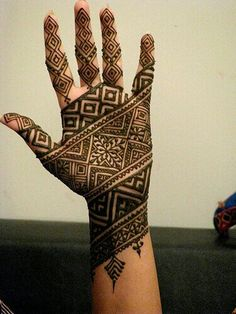 Beautiful henna designs... Gorgeous African style henna shown with paste still on.