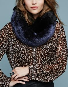 This faux fur scarf and leopard printed blouse ensemble is so chic.